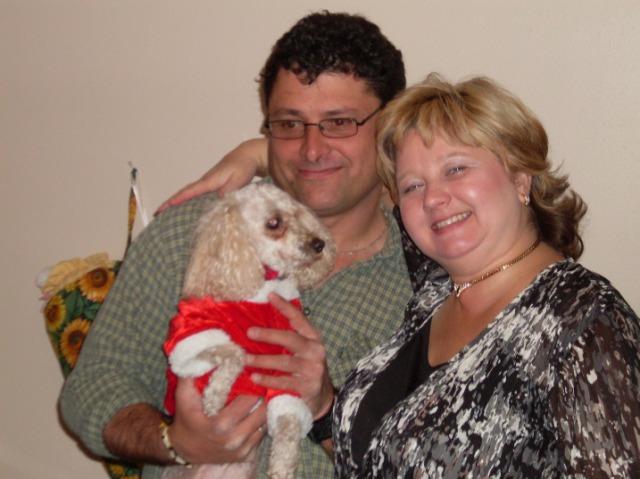 daisy-harry chisholm -linda-randall (chisholm family -christmas-photo-dec-2010
