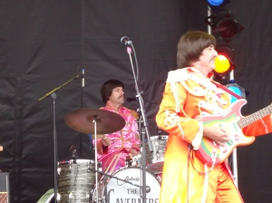 orange pink sgt pepper n band The Caverners Canal Days Port Colborne ON 5 Aug 13 Linda Randall