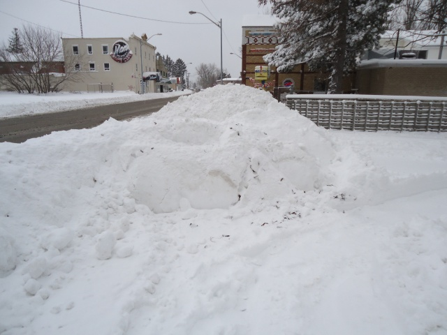 bigger snow drift on side walk happy jacks patio entrance dec 27 2012 12 45 pm est fort erie on linda randall