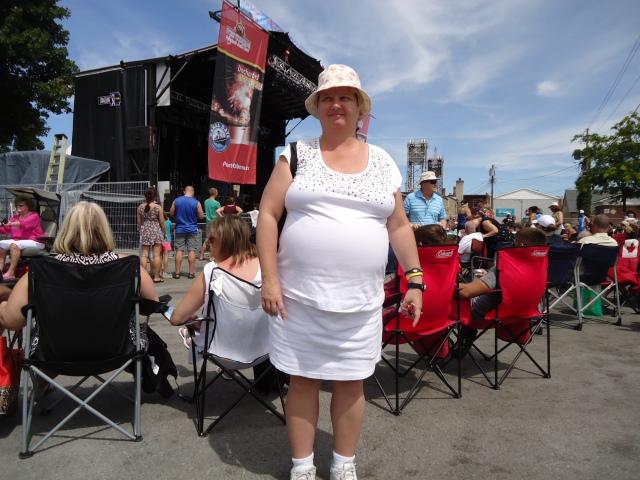 linda randall white t shirt skirt sun hat sister act canal days 5 aug 2013 harry