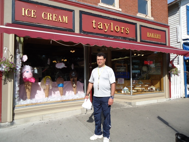 ice cream taylors bakery queen st NOTL harry honeymoon trip 6 sept 2013