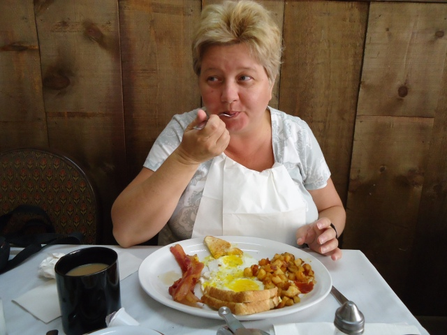 linda randall bacon eggs toast homefries wedding rehersal breakfast chef's bistro sept 6 2013