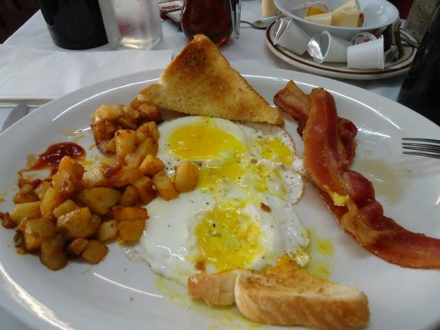 Sunnyside Eggs Bacon White Toast Homefries Wedding Rehersal Breakfast 6 Sept 2013 linda randall