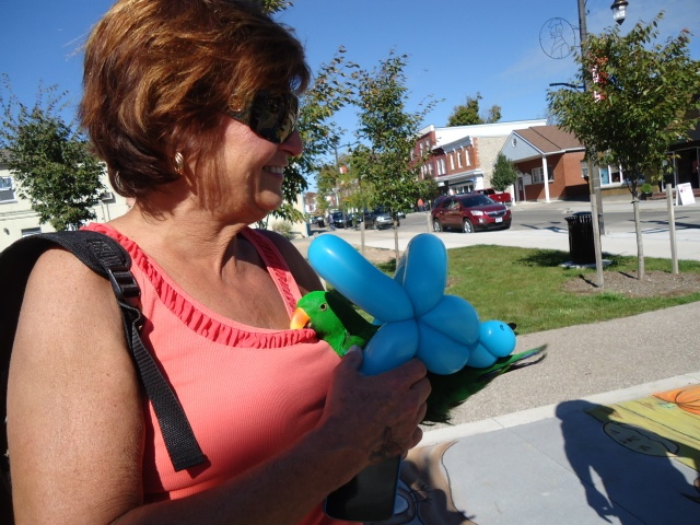 parot Oz in balloon with owner ridgeway fall festival linda randall