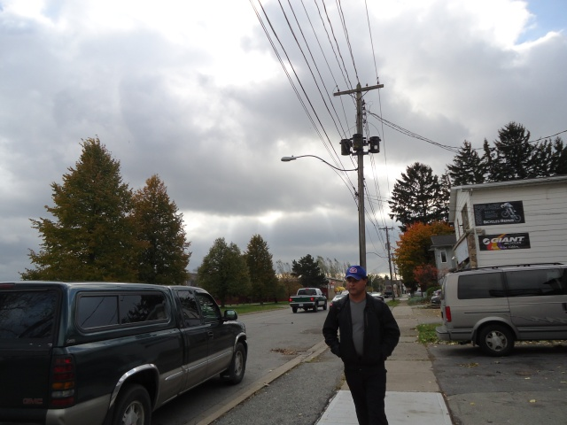harry walking niagara parkway high winds 70 kmph storm nov 1 2013 linda randall fort erie