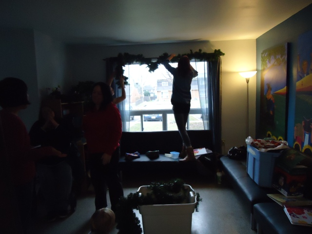 girls decorate front window community house 20 bowden st fort erie fun 5 dec 2013 linda randall