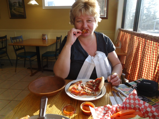 linda randall the idea girl says eating chicken wings aneta pizzeria harold chisholm 3 dec 2013