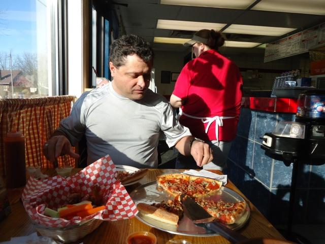 pepperoni mushroom bacon aneta pizzeria chicken wings harry yummy 3 dec 2013 linda randall
