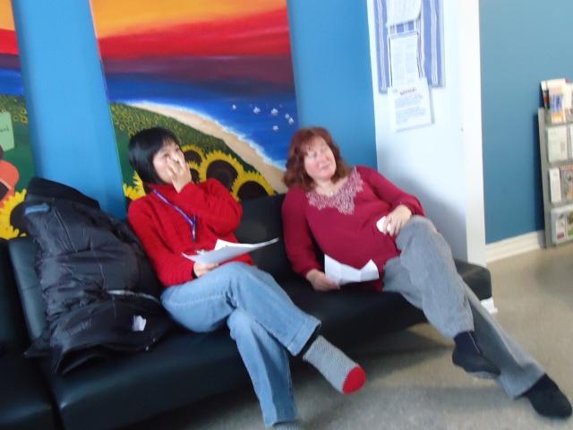Li deb on da couch while tina teaches weight loss techniques 27 jan 2014 linda randall