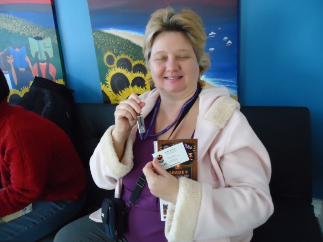 linda randall NPAAMB wins flash drive deb takes pic 27 jan 2014 community house