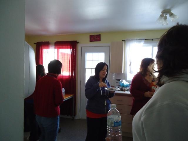 munchie time! li tina deb rhonda community house kitchen 27 jan 2014 linda randall