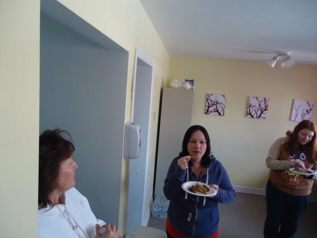 rhonda tina nicole community house kitchen fort erie 27 jan 2014 linda randall