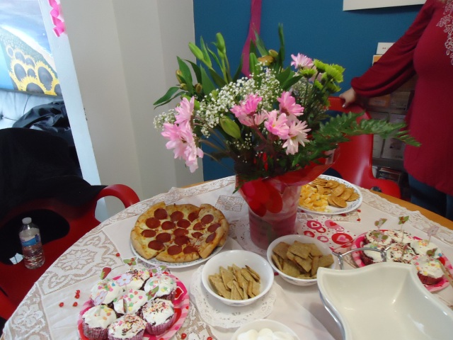 valentines snacks cheese crackers cupcakes icing pizza flowers chocolate fruit fondue dip 13 feb 2014 linda randall