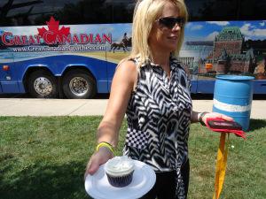 interviewed-blonde-lady-racing-cupcake-great-waterfront-trail-adventure-17-aug-2013-linda-randall