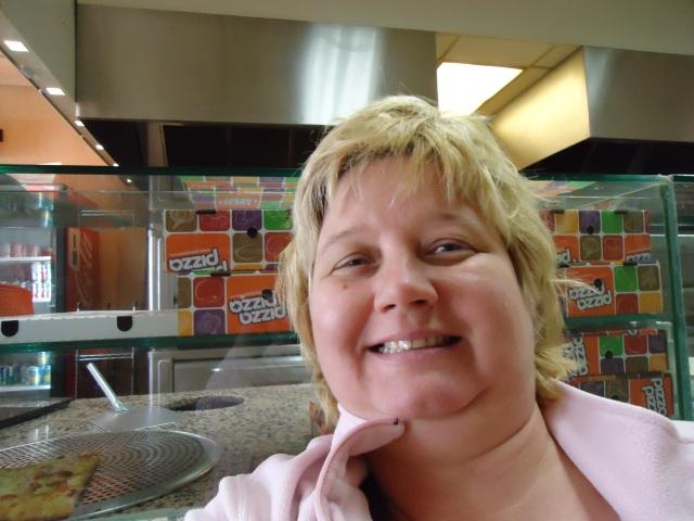 linda randall blogger idea girl canada pizza pizza lunch time loves chili con carne garlic toast 3 mar 2014