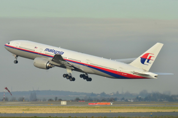 mh370_missing_boeing-777-236er-malaysia-airlines-in-roissy-charles-de-gaulle-airport-in-paris-psychic-clue-vision-phifer-smoke-jumpers-used-yellow-raft