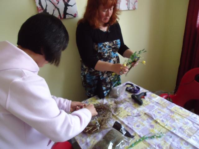 deb helps li make a birds nest with vines